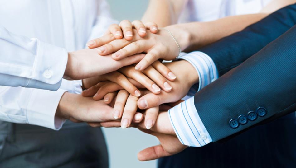 成功するチームの特徴は「短く活発なコミュニケーション」と「グループ外との話し合い」