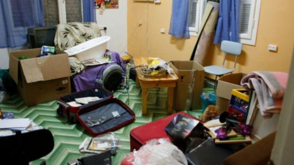 散らかった部屋を掃除する最終手段:家に人を招く