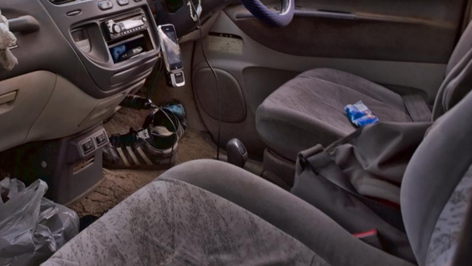 「車内のニオイ」や「シートの汚れ」が気になるなら、炭酸ソーダで掃除するのが効果的