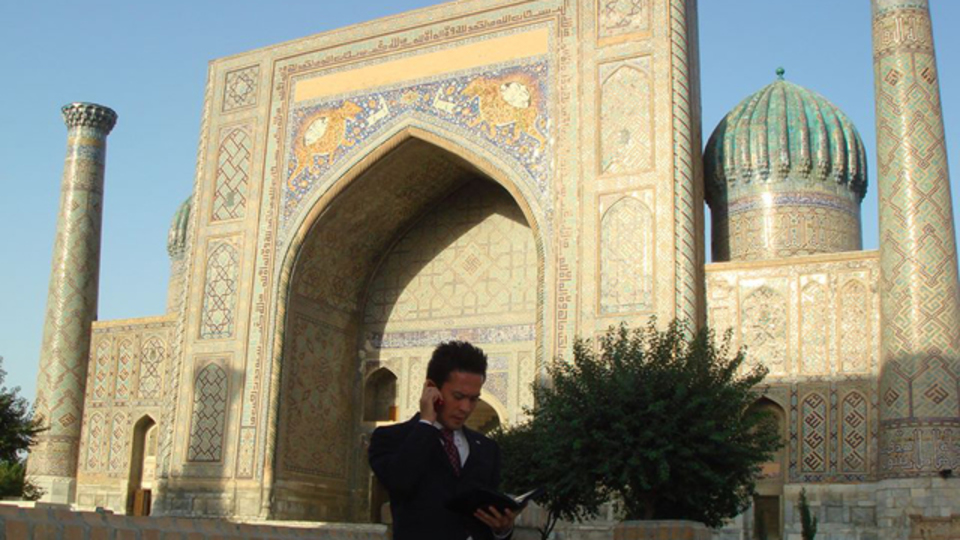 ウズベキスタンでモデル事務所を立ち上げた男が説く、旅行中にビジネスチャンスを見つける方法