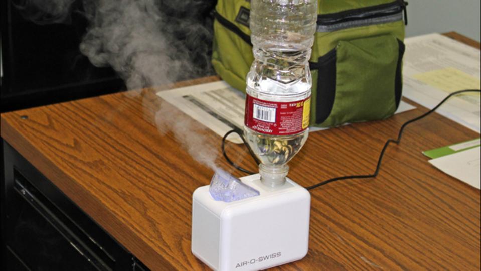 目の疲れが気になるなら、加湿器で湿度を保つのが効果的