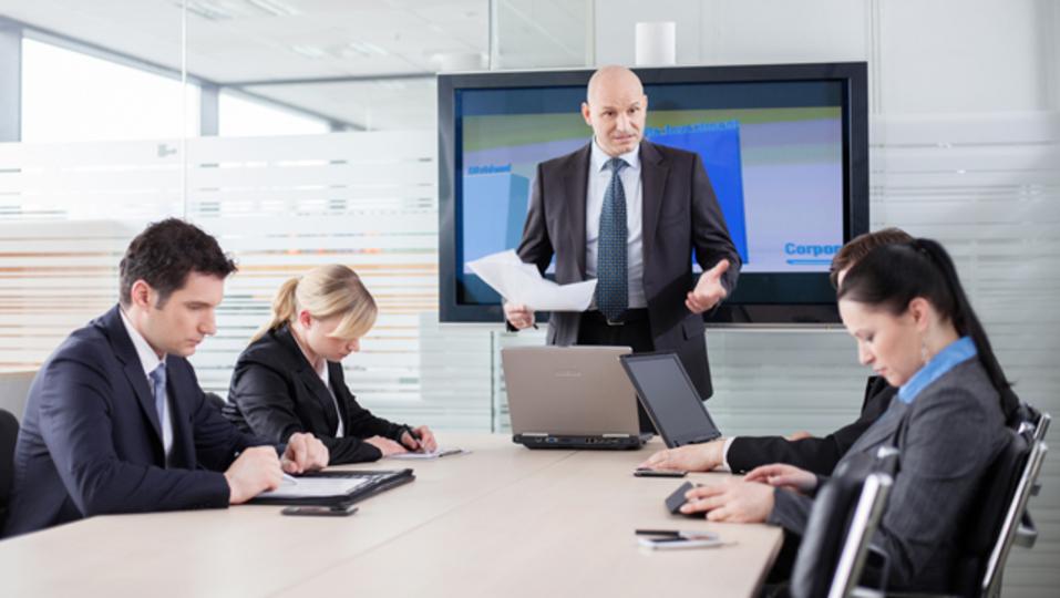 会議で存在感を示すために、避けたほうがいい9つの行動