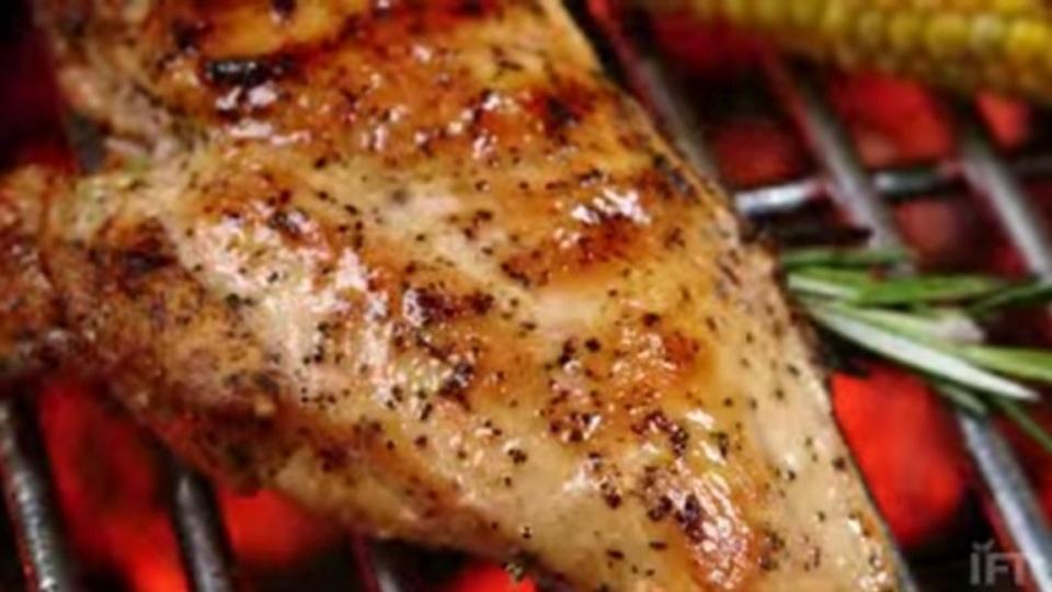 科学的BBQ術:肉を柔らかくグリルしたいなら調味料は「塩分多め」に