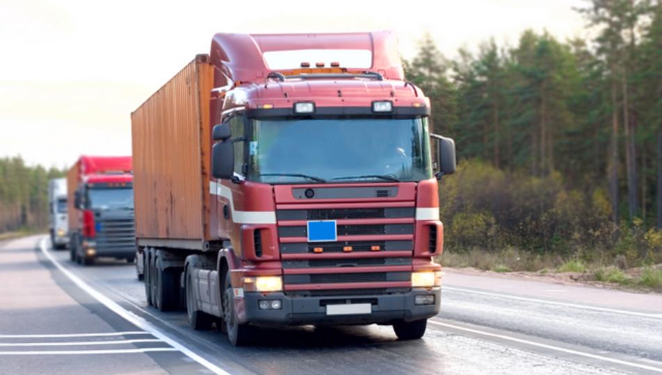 ロボット技術を活用したトラックの縦列走行は、安全かつ環境にも優しい