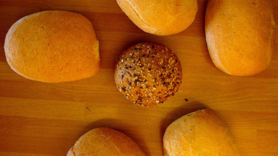 パンの焼きたての味を保つには冷凍保存するのがベスト