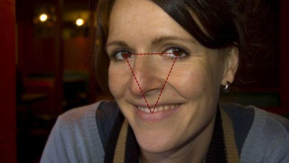 会話中の気まずい雰囲気は「三角形の法則」で目線を変えてみる