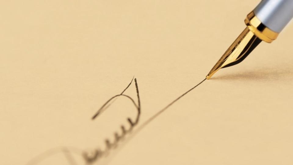 自筆サインのデザインから練習のサポートまでしてくれるサービス