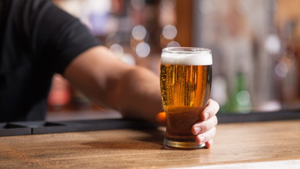 明日の自分のために、アルコールの分解時間から逆算して飲む酒量を調節しよう