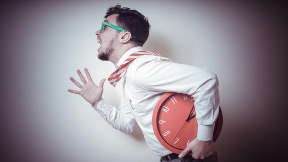 「時間が足りない」という感覚が生産性の低下を招く。悪循環を克服する3つのヒント
