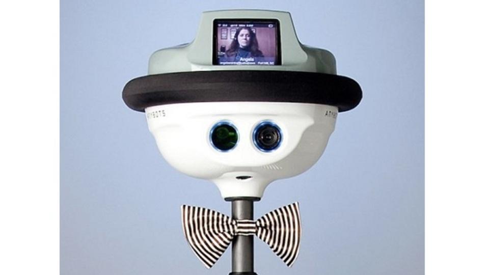 学校に通えない生徒の代わりに授業を受けてくれるロボットが登場