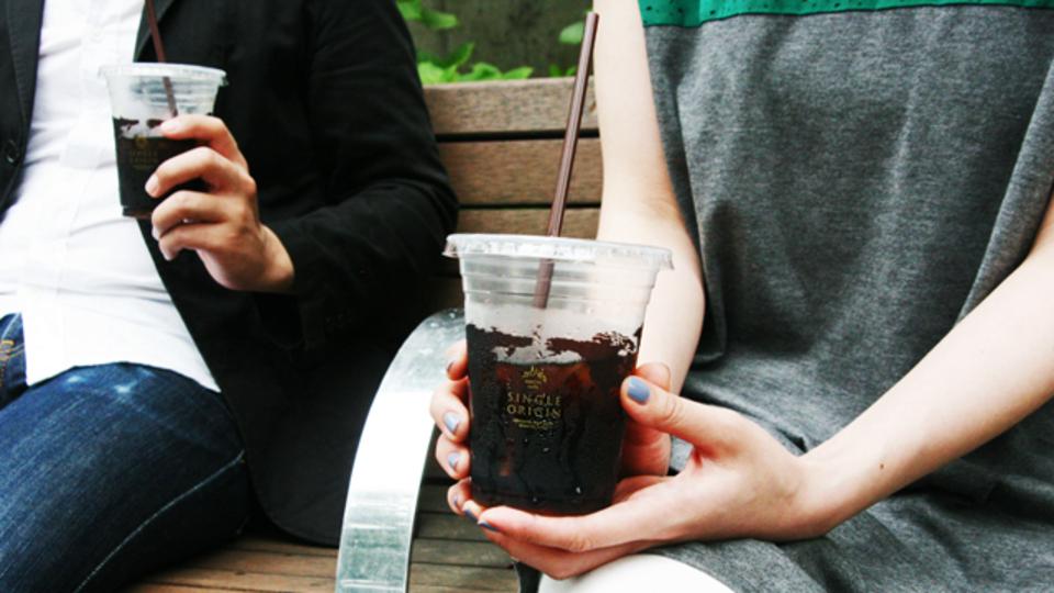 上質なクールビズの1日は、シングルオリジンのアイスコーヒーから始まる:ローソン「マチカフェ」