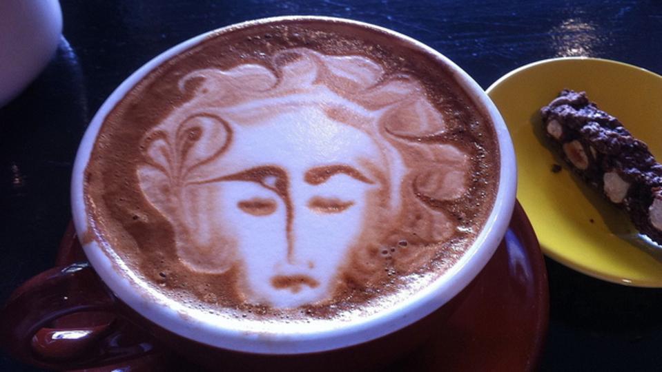少量のカフェイン摂取で、職場の倫理観が向上する:研究結果
