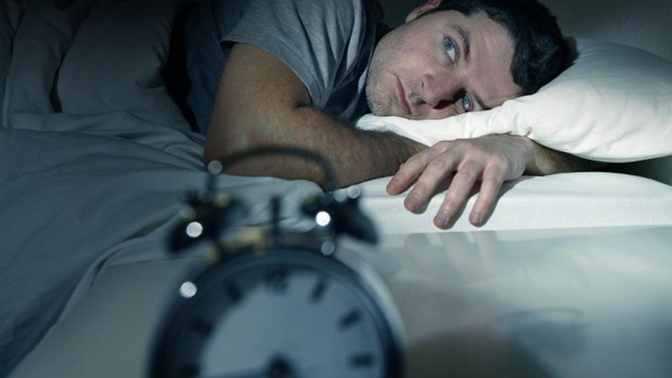 寝つきが悪い時の対処法は「遅寝でも良いから同じ時間に起きる」こと