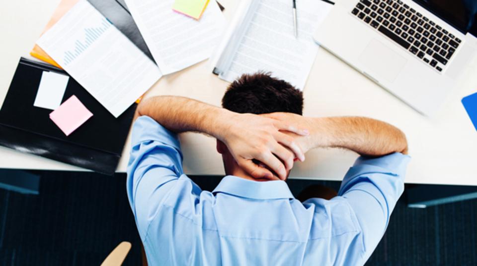 働き過ぎで潰れないために。体や心が発する5つの警告サイン