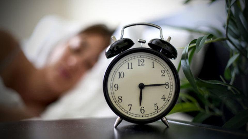 最適な睡眠時間は「7時間」という研究結果たち(+自分に合った睡眠時間の見つけ方)