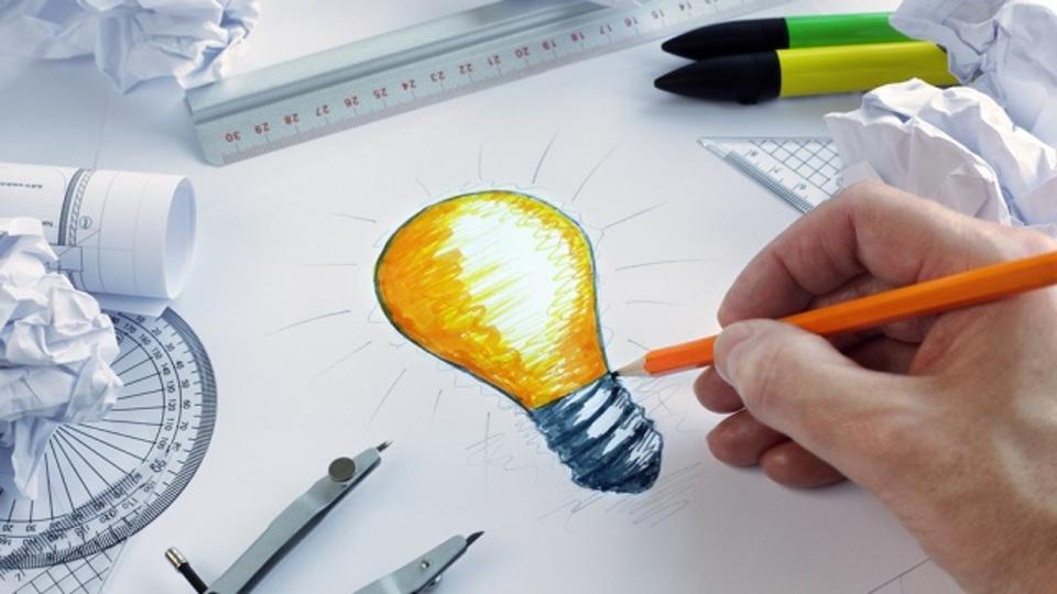 アイデアをひらめくためには、まず集中してから空想にふけること