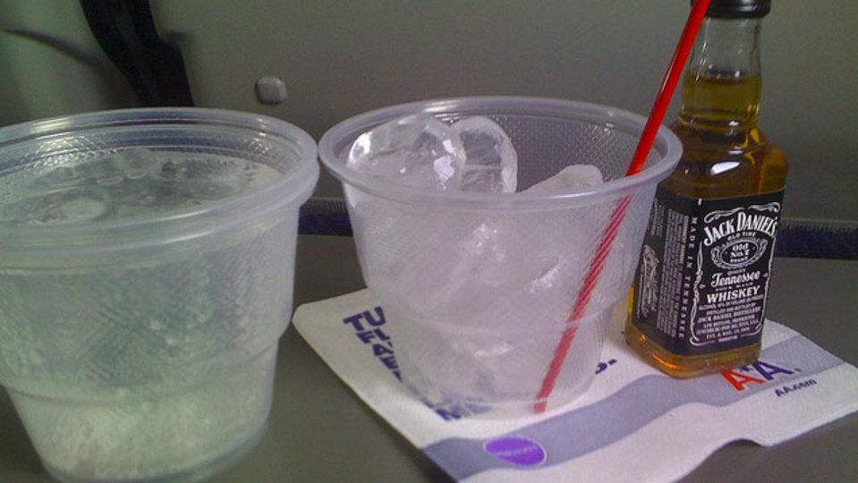 機内で飲酒する際は「酸欠のダブルパンチ」にご注意