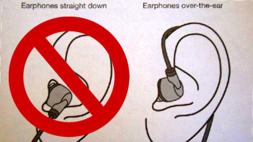 耳の後ろにイヤフォンを回して、カサカサ叩かれるようなノイズを低減