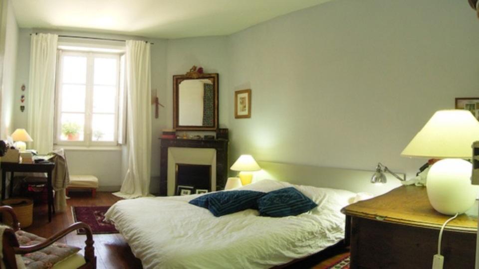部屋の壁の色を決める時には、まず電球を見直そう