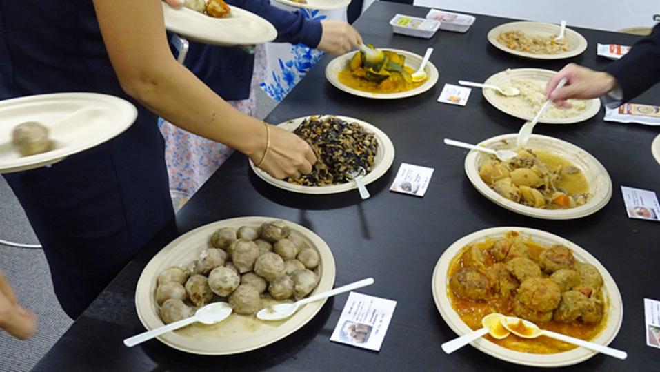 宅配社食ではじめるランチ改革:「オフィスおかん」のスタートアップ応援プラン、「Oisix」のサラダデリバリー