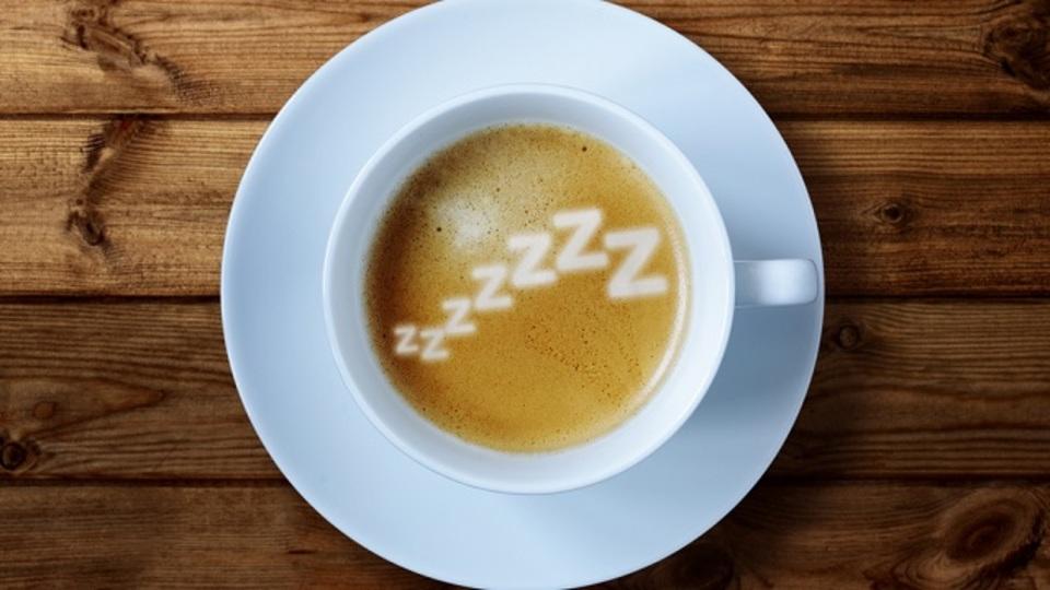 コーヒーを飲んだ直後に20分間の昼寝をすると疲れが抜ける