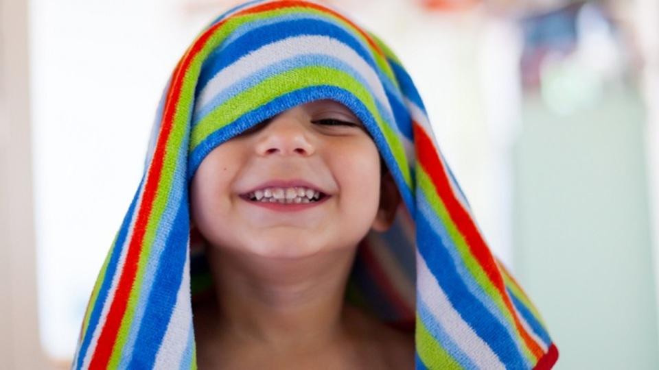 お風呂上がりの髪はキッチンペーパーで拭くと早く乾く