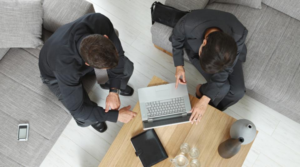 生産性を高める新仮説。「机と椅子は2つずつあるほうがいい」
