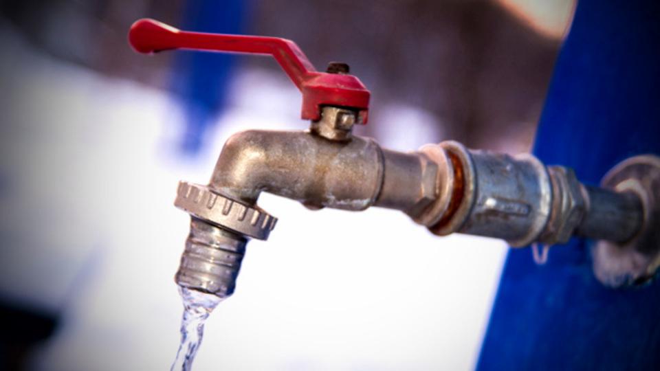 「この国の水道水は飲めるか?」を示すインフォグラフィック