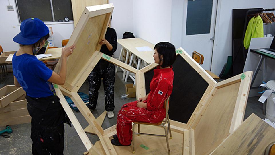 小屋、出来てきた! 電子ペーパーの壁紙、壁面緑化など:ライフハッカーとデザインムジカが制作する「小屋」ドキュメント vol.3