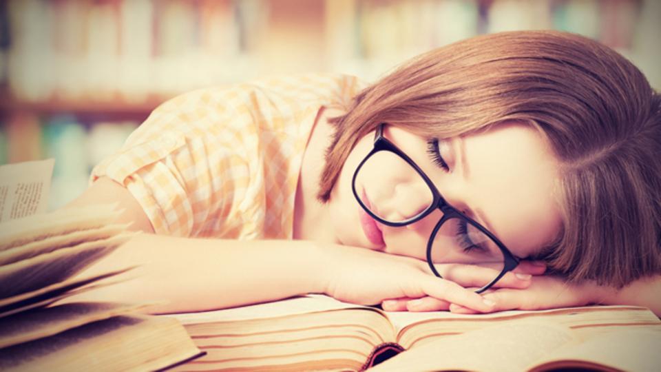 ぐっすり眠るコツは「眠くても、決まった時刻までは寝ないこと」