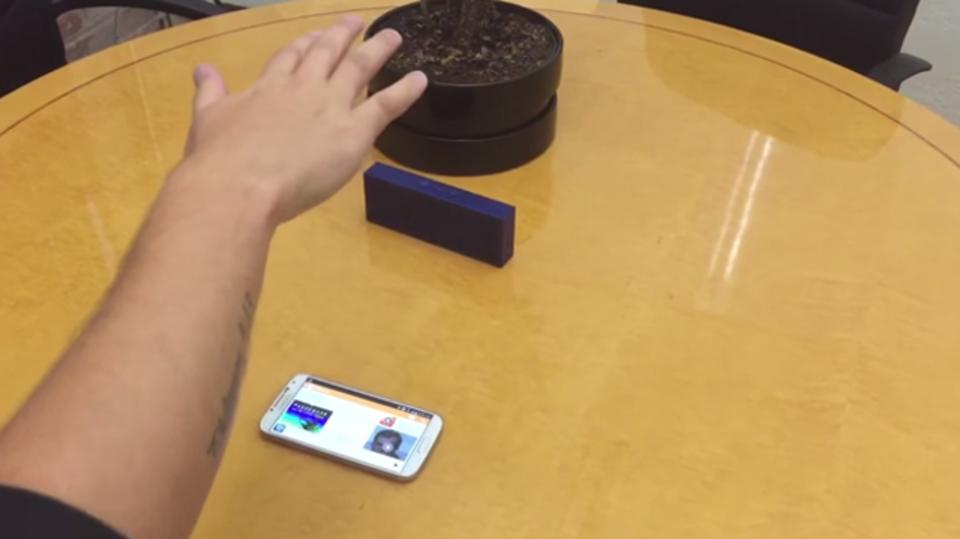 ジェスチャーだけで音楽プレーヤーを操作できるアプリ『BrainWave』
