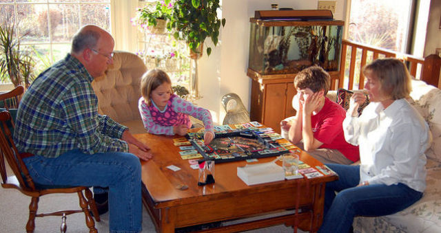 絆を強くして子どもの価値観を育むのに役立つ3つの「家族のしきたり」