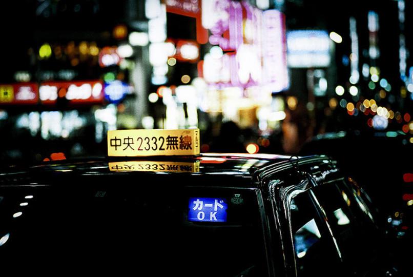 終電をなくした時、タクシーと宿泊のどちらが安いかを調べるアプリ『たくる』