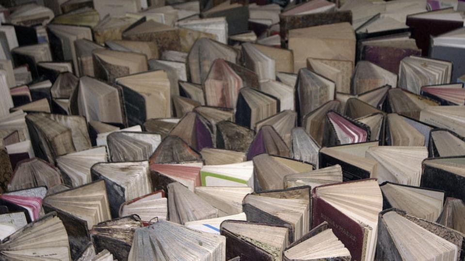 古い本に染みついた「ニオイ」はコーンスターチで消臭できる