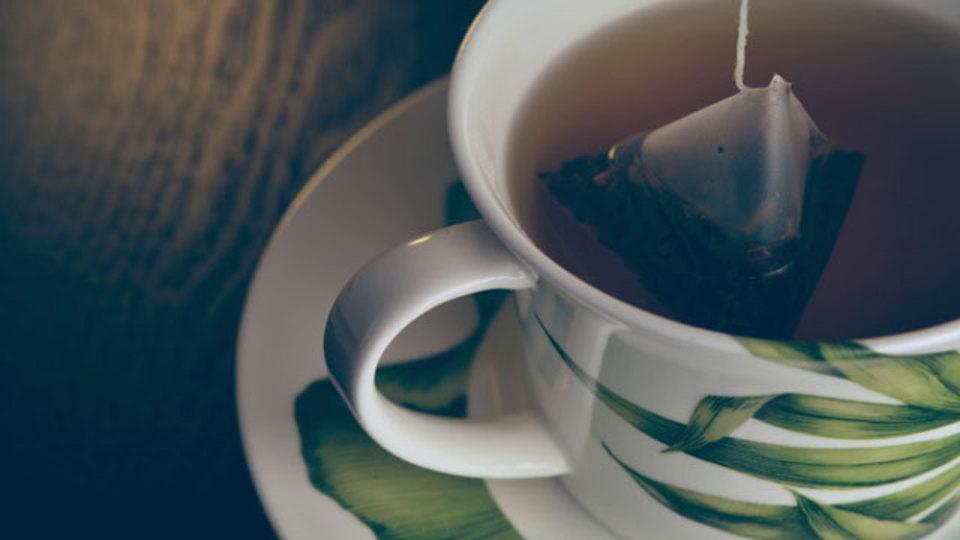 紅茶はフローリングをきれいにしてキズも消せる