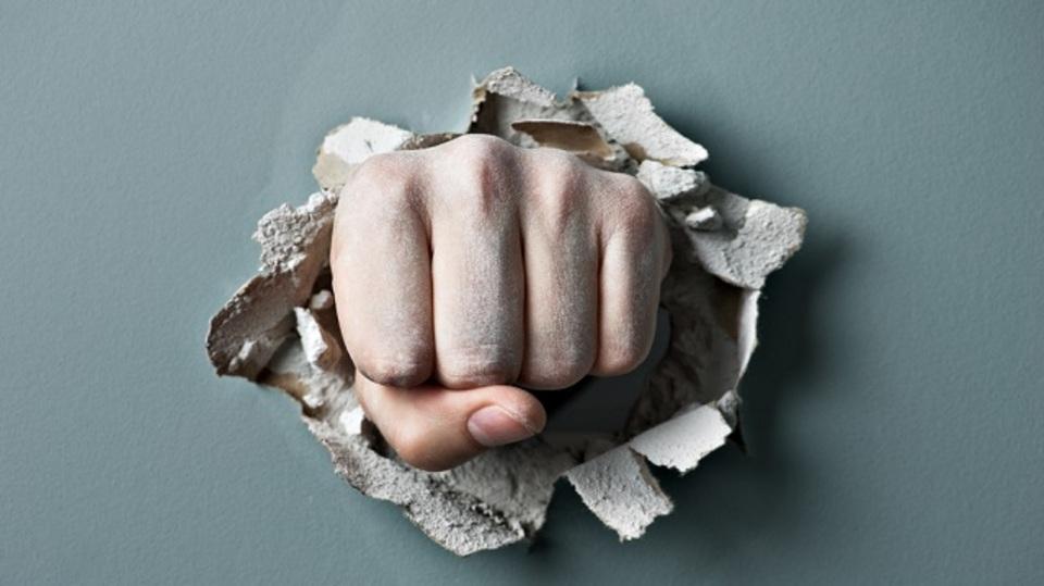 怒りを爆発させるのではなく、存在を認めて健全に利用するためのヒント5つ