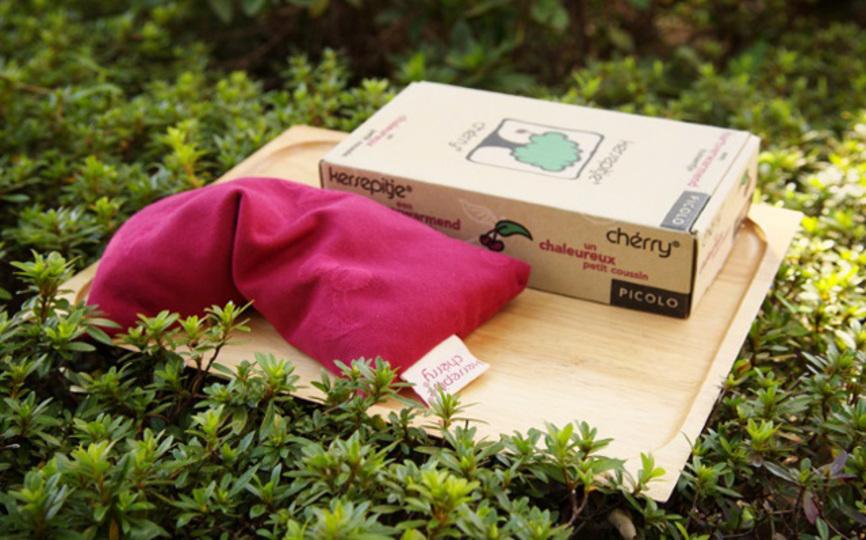 さくらんぼの種が詰まった枕は温かくてよく眠れる