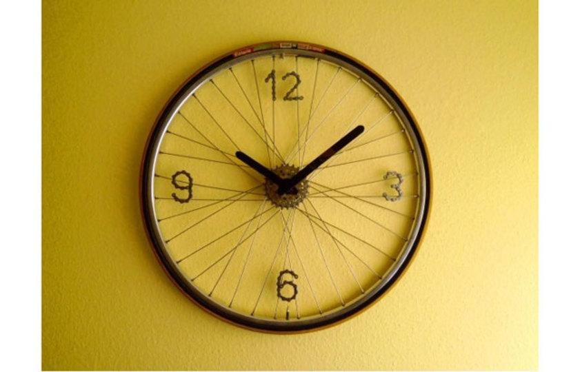次は人生を一緒に走ろう...古くなった自転車を時計にDIY