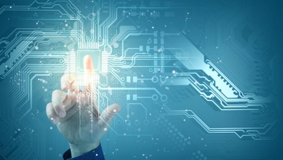 人間に近いコンピューターは「データ以外の知識」に注目する
