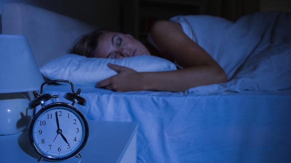 夜中に目が覚めて不安になった時の対処法