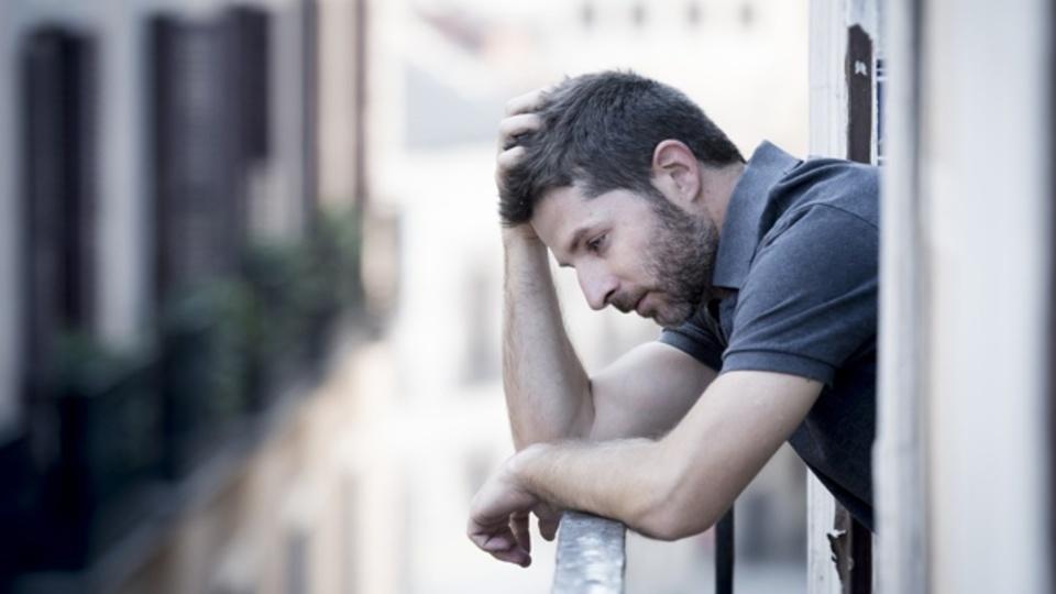 うつ病を根底から変えるか?脳に電極を埋め込む新治療