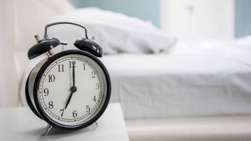 眠りについて悩む原因は「8時間睡眠」にとらわれていること?
