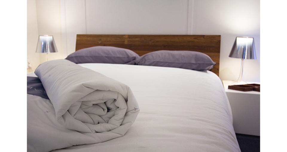 体感温度を調節して睡眠を心地よくするベッドカバー