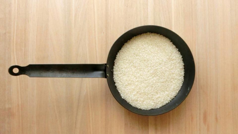 フライパンでもご飯が炊ける!炊飯の基本は「10分+15分+10分=35分」