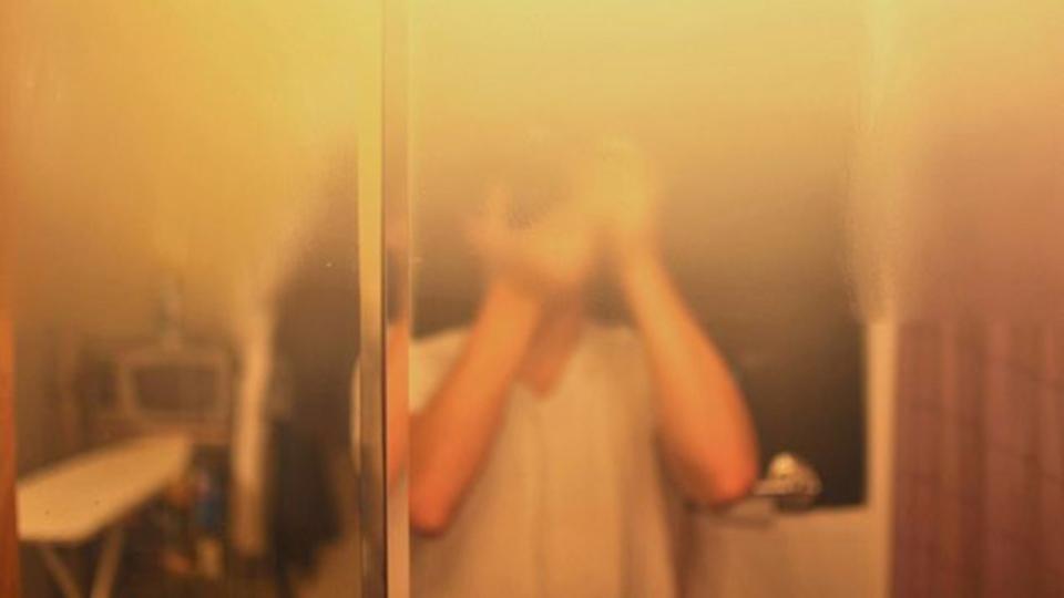 カーワックスを使って簡単に鏡の曇り止めをする方法