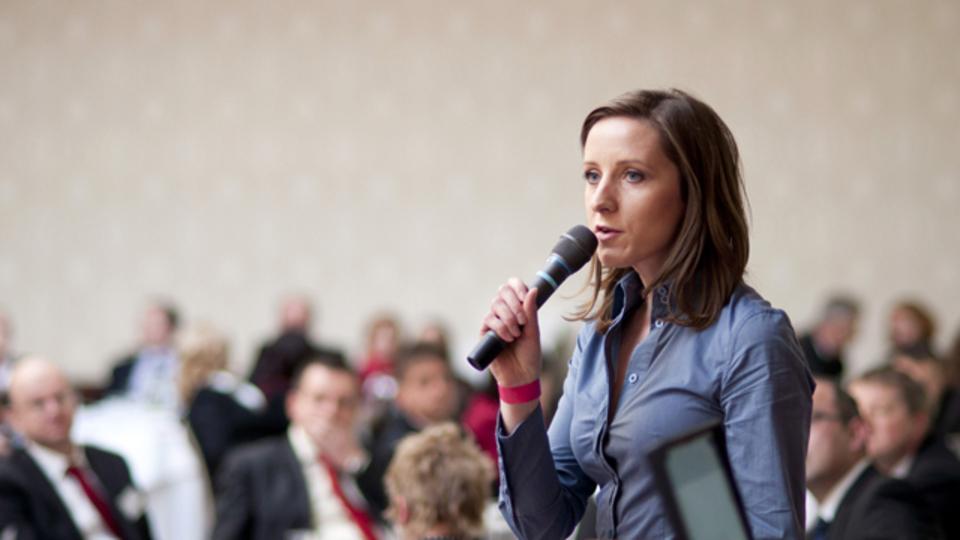 アイデアに集中する習慣を取り入れれば、女性が貢献する機会を増やすことができる