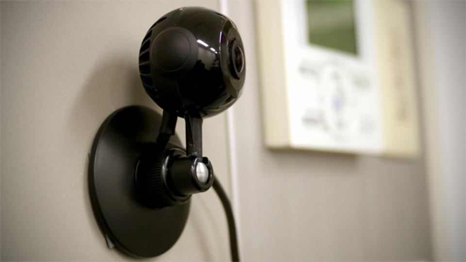 スマホとウェブカメラで超低コストに防犯できるサービス「Safie」がもたらす、見える暮らし