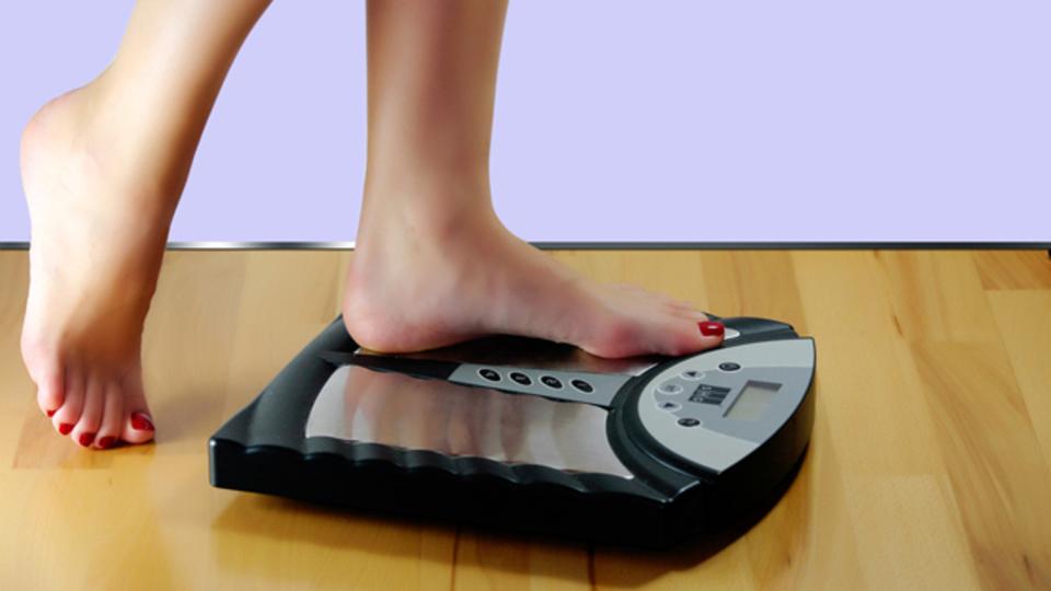 ダイエットをしても体重が落ちなくなってきたときの対処法