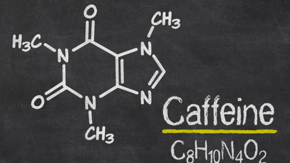 パフォーマンスを向上させたいなら、カフェインを減らそう