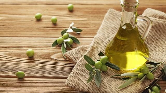 オリーブオイルのプロはオイルを「産地」で使い分ける